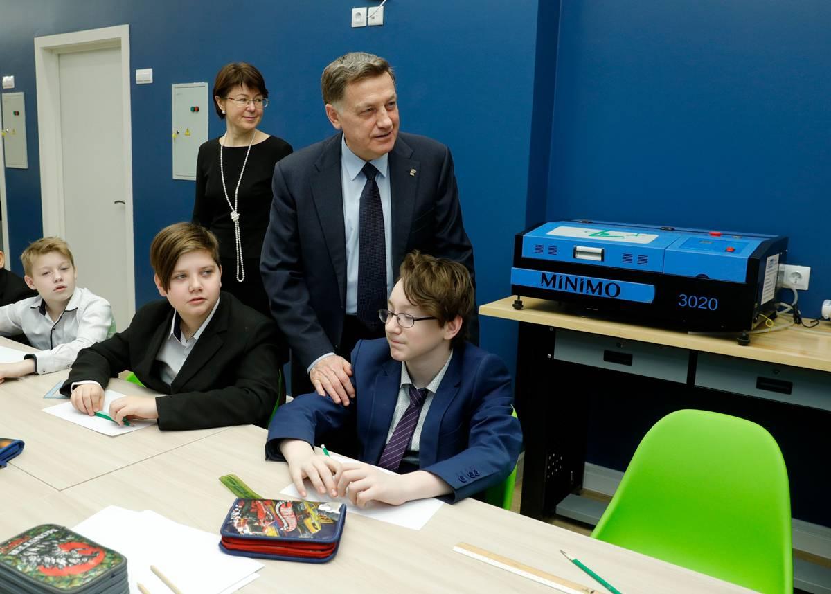 Спикер ЗакСа Макаров против оснащения школьных мастерских современными станками