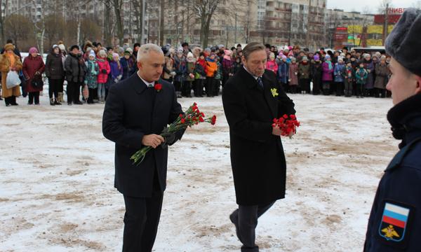 Питер отмечает годовщину освобождения— Блокада Ленинграда